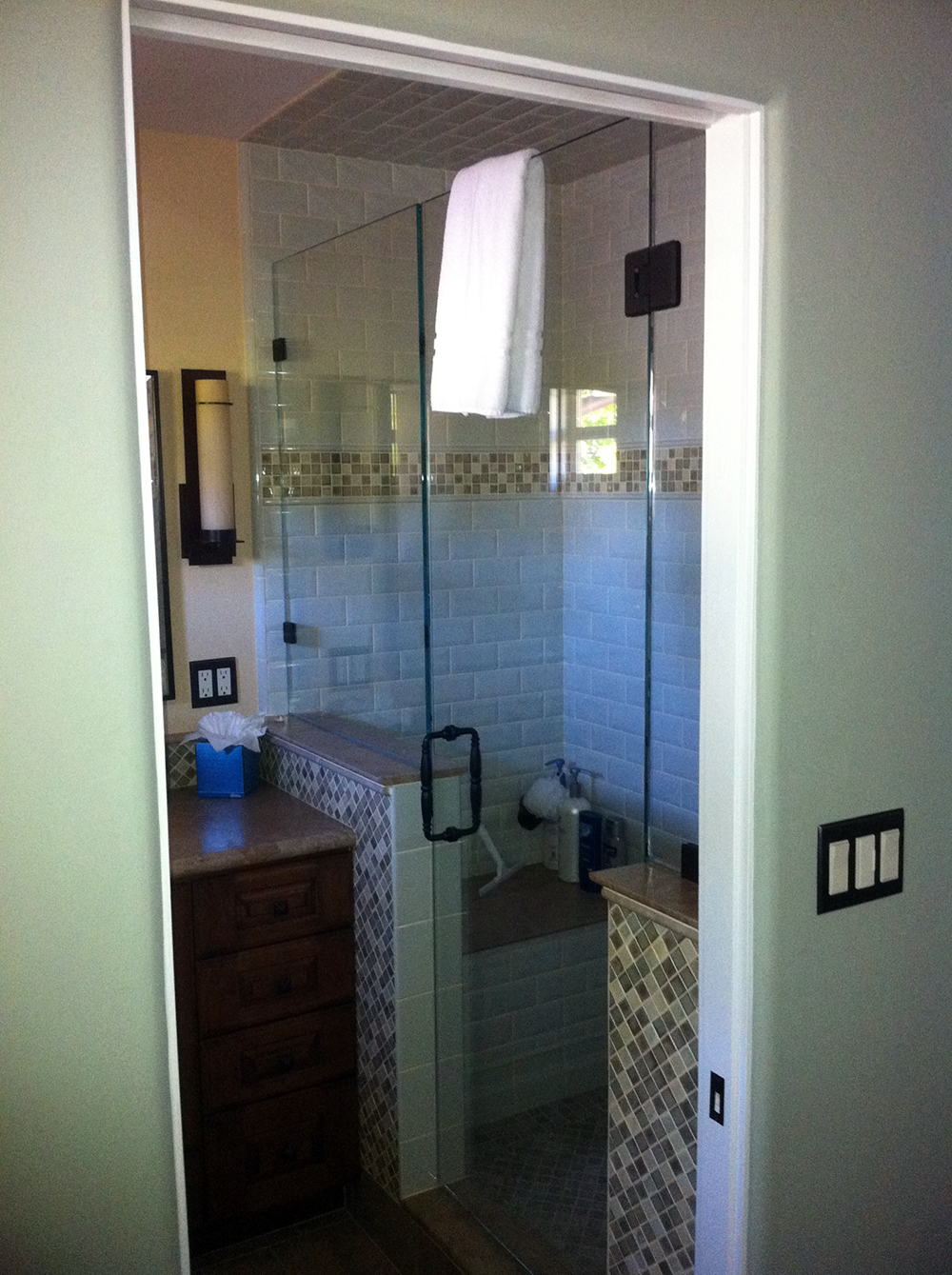Shower Glass Enclosures Monterey | Icon Glass
